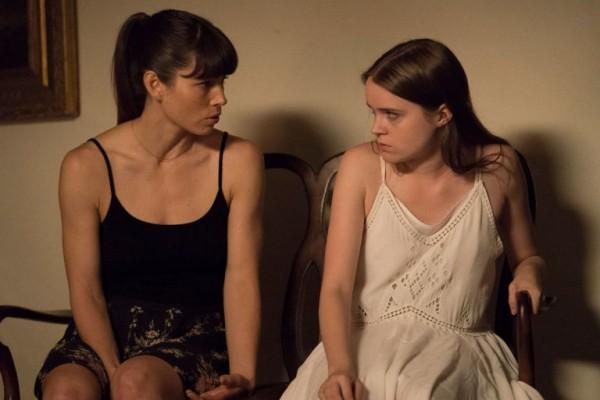 Cora und ihre Schwester Phoebe in THE SINNER