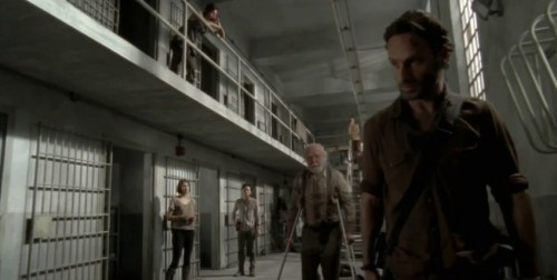 the-walking-dead-season-3-part-2-prison