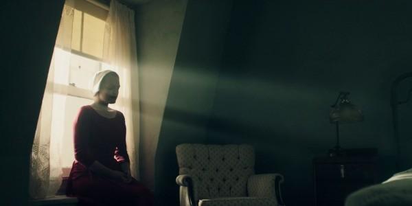 Desfred von DER REPORT DER MAGD in ihrem Zimmer