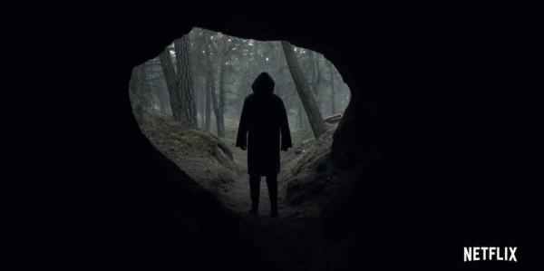 DARK - Männersilouette in Höhle