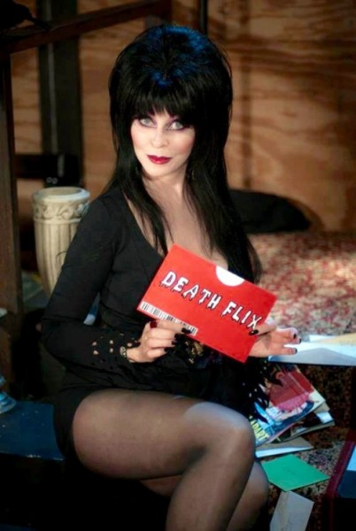 News: ELVIRA teasert MISTRESS OF THE DARK 2 & Netflix Show an
