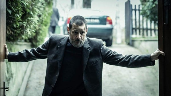 Dark crimes carrey