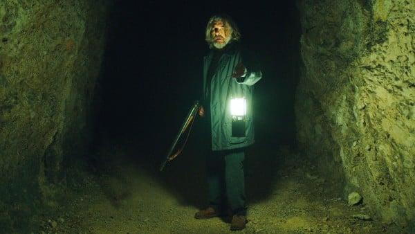 Curon: Thomas in einer Höhle